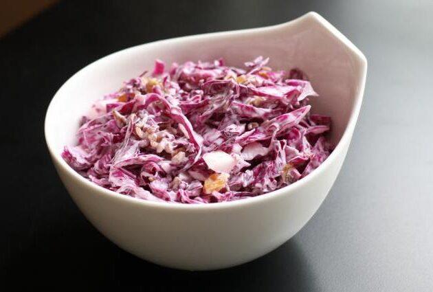 Hanácký salát z červeného zelí s majonézou