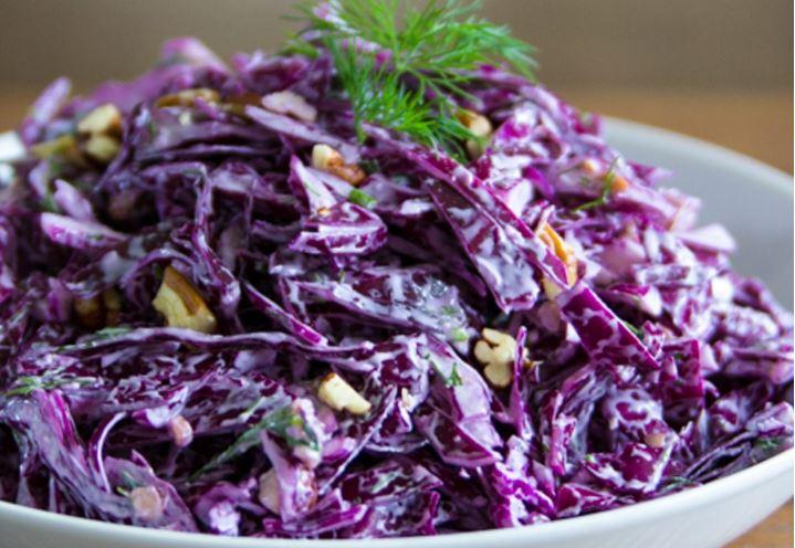 výborný fialový zelný salát