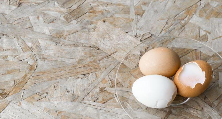 Loupejte až vychladlé vejce