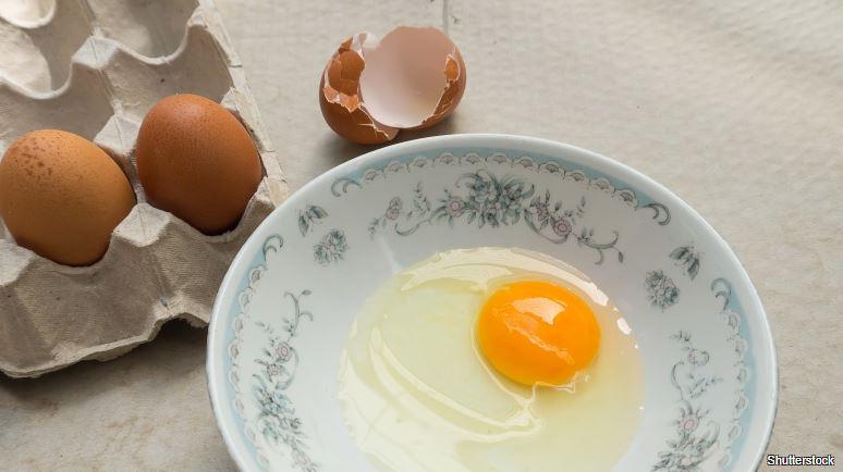 Sázené vejce nevyklepávejte rovnou do vody