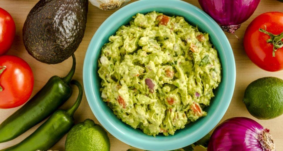 Nepřidávejte tolik ingrediencí do guacamole.