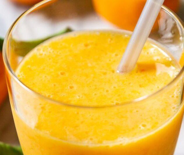 smoothie s banánem a mandarinkou