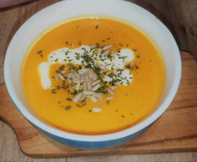 Dýňová polévka z dýně Hokkaidó (hokaido)