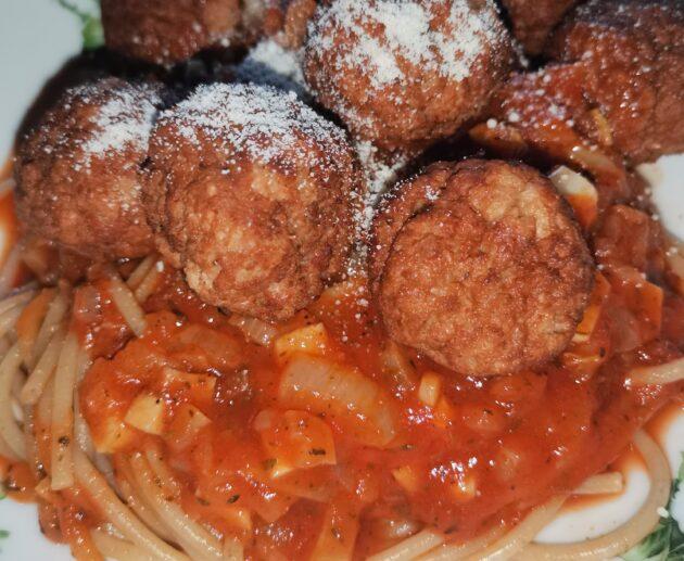 Hovězí kuličky s rajčatovou omáčkou
