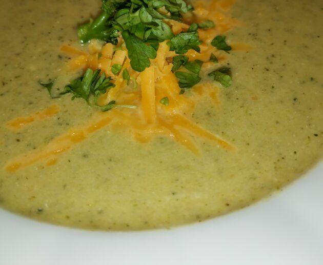 Krémová brokolicová polévka se sýrem